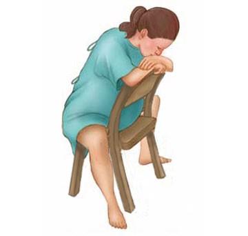 10 tư thế giảm đau khi chuyển dạ mà mẹ bầu cần biết   - Ảnh 3