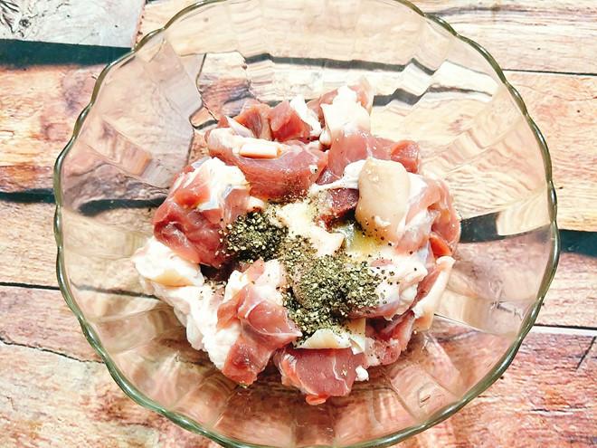 Cách làm món thịt nấu đông dự trữ những ngày chị em không vào bếp - Ảnh 1