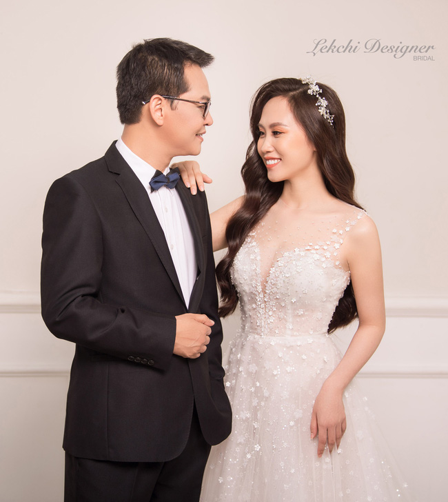 Lộ ảnh cưới lãng mạn của NSND Trung Hiếu và bà xã kém 19 tuổi