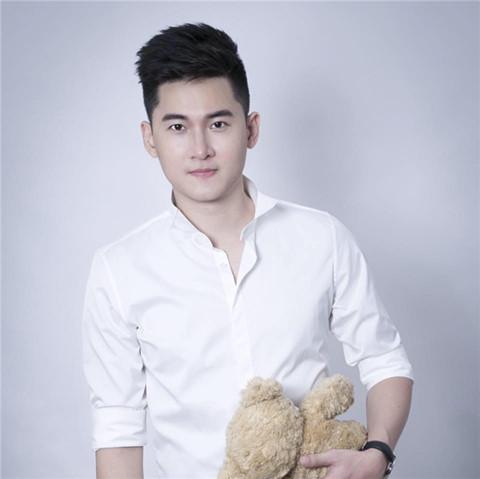 Giấc mộng hào quang và cạm bẫy tình dục đồng tính ở showbiz Việt - Ảnh 1