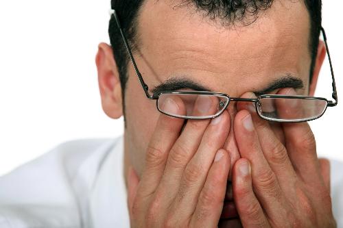 Suy nhược cơ thể cũng là một trong những lý do khiến thị lực bị giảm