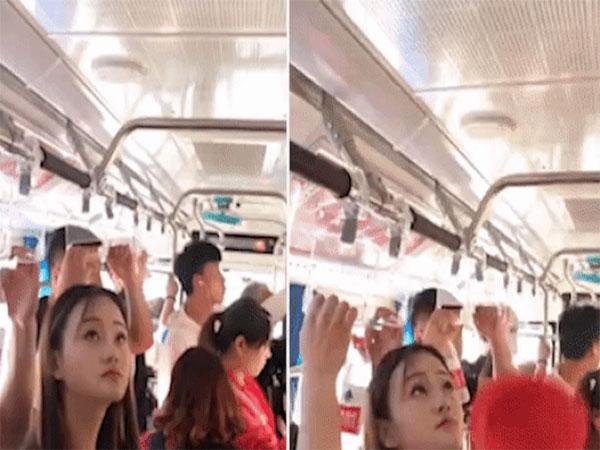 Clip Cô gái lấy cây thông tắc bồn cầu làm tay cầm trên xe buýt