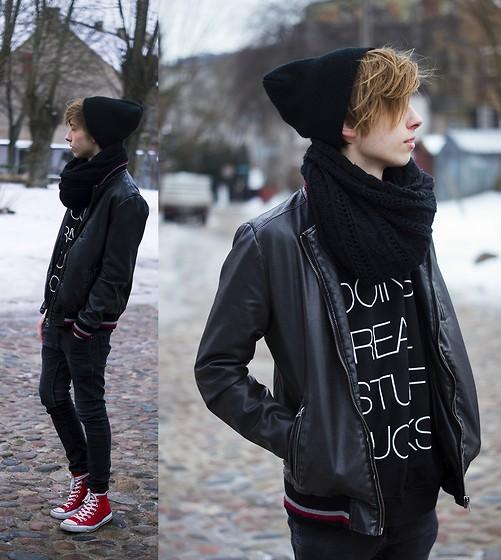 Áo hoodie kết hợp ăn ý với giày converse cổ cao nam