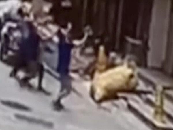 Bé gái rơi từ cửa sổ tầng 4 xuống đất
