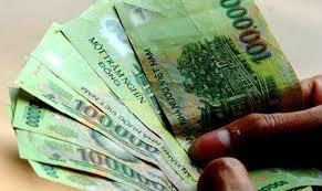 Phạt đến 500.000 đồng nếu vợ không đưa tiền cho chồng tiêu Tết - Ảnh 1
