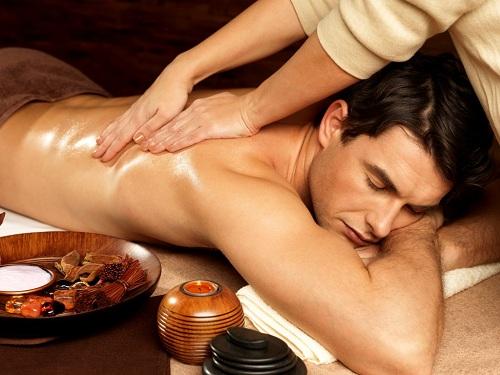 Massage giúp khơi dậy ham muốn tình dục cho đối phương