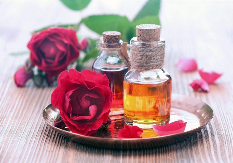 Tinh dầu hoa hồng còn giúp cải thiện ham muốn tình dục của nam giới