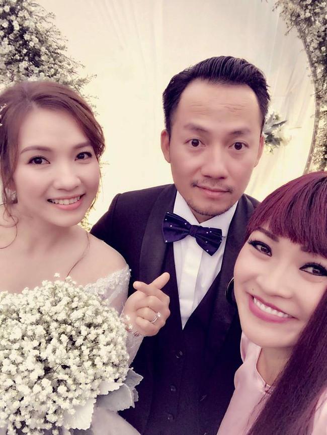 Đám cưới ngập sắc trắng của Đinh Tiến Đạt và bạn gái kém 10 tuổi  - Ảnh 9