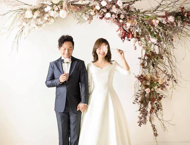 Đám cưới ngập sắc trắng của Đinh Tiến Đạt và bạn gái kém 10 tuổi  - Ảnh 10