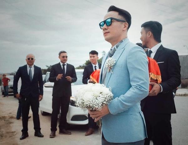 Đám cưới ngập sắc trắng của Đinh Tiến Đạt và bạn gái kém 10 tuổi  - Ảnh 3