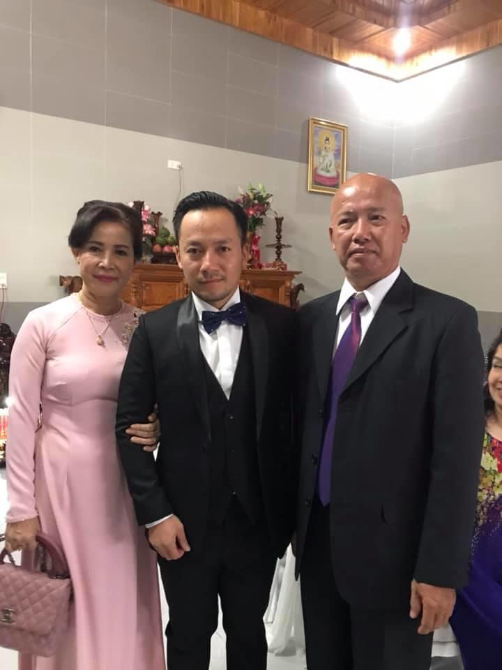 Đám cưới ngập sắc trắng của Đinh Tiến Đạt và bạn gái kém 10 tuổi  - Ảnh 6