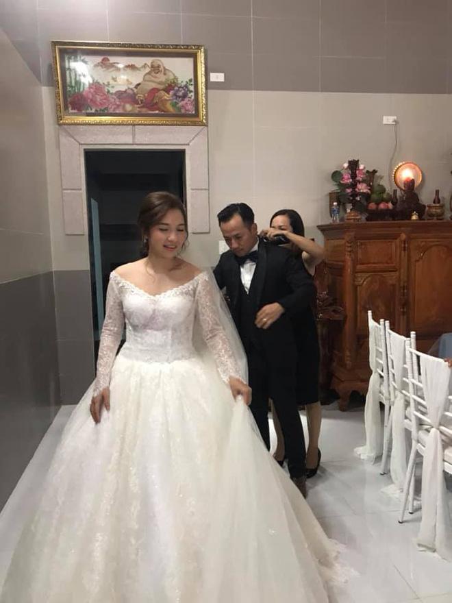 Đám cưới ngập sắc trắng của Đinh Tiến Đạt và bạn gái kém 10 tuổi  - Ảnh 7