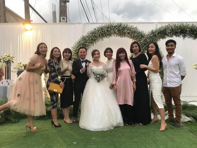 Đám cưới ngập sắc trắng của Đinh Tiến Đạt và bạn gái kém 10 tuổi  - Ảnh 8