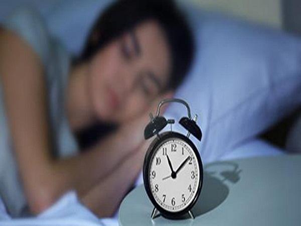 Ngoài ăn uống lành mạnh, đi ngủ trước 23 giờ hằng ngày là việc bạn phải làm đầu tiên để có sức khỏe tốt và sống thọ