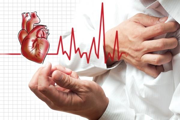 Đánh trống ngực là một trong những triệu chứng thường gặp ở người mắc bệnh tim mạch