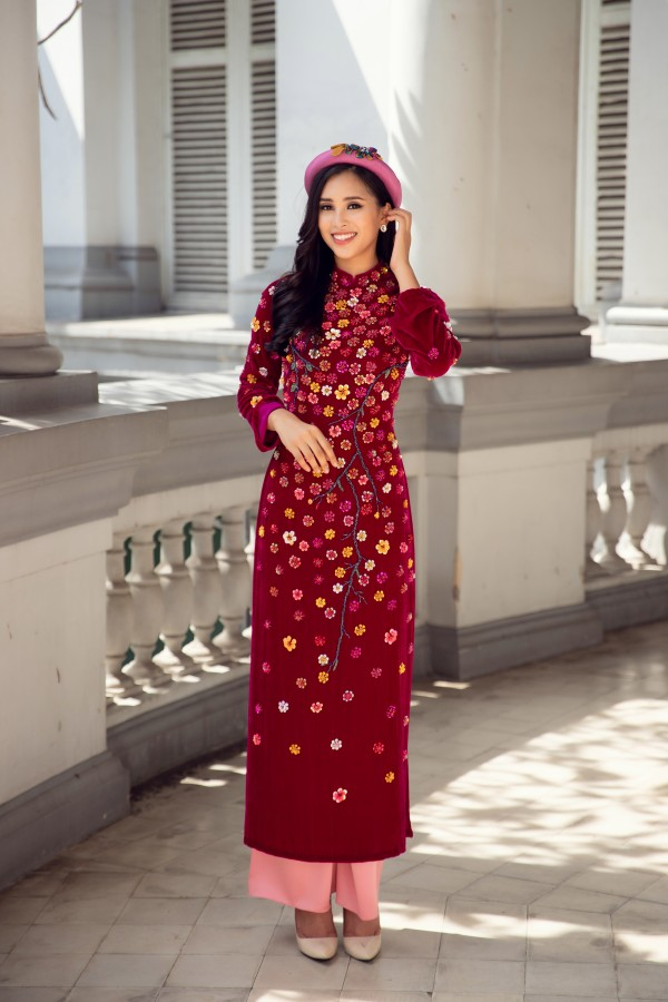 Hoa hậu Tiểu Vy cùng hai á hậu diện áo dài Xuân rạng rỡ khoe nhan sắc - Ảnh 1