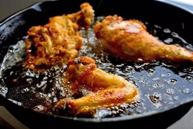 Đừng tưởng nấu ăn tại nhà là an toàn, ung thư sẽ ghé đến nếu chị em nấu sai cách - Ảnh 1