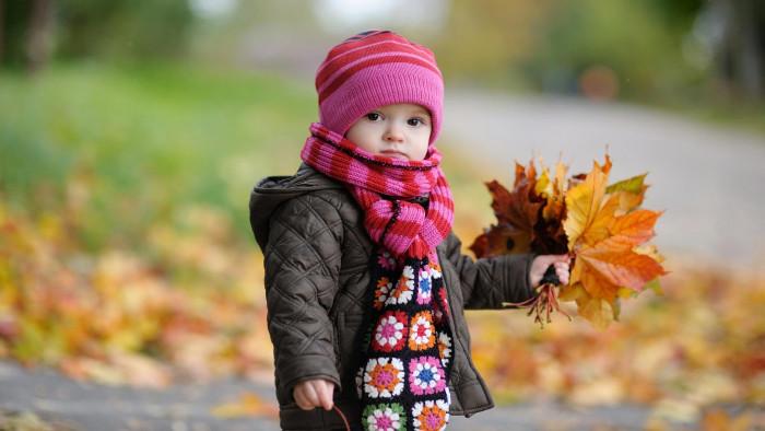 Mặc áo đủ ấm bảo vệ sức khỏe của bé vào ngày đông