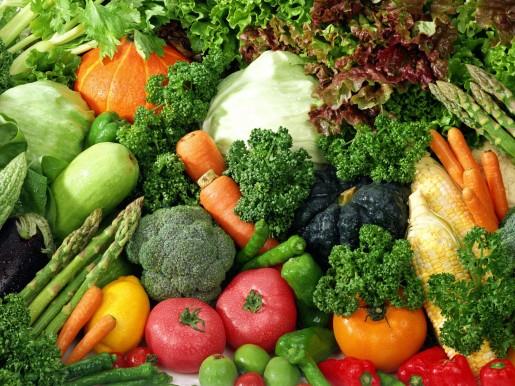 Bổ sung nhiều rau củ cho bữa ăn giúp giữ ấm cơ thể bé từ bên trong