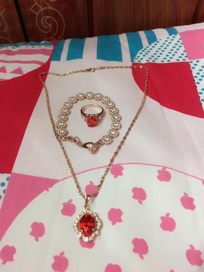 Cô vợ trẻ khoe được chồng tặng bộ trang sức bằng vàng dịp Valentine, nhiều chị em nghi ngờ chỉ là đồ mỹ ký - Ảnh 3