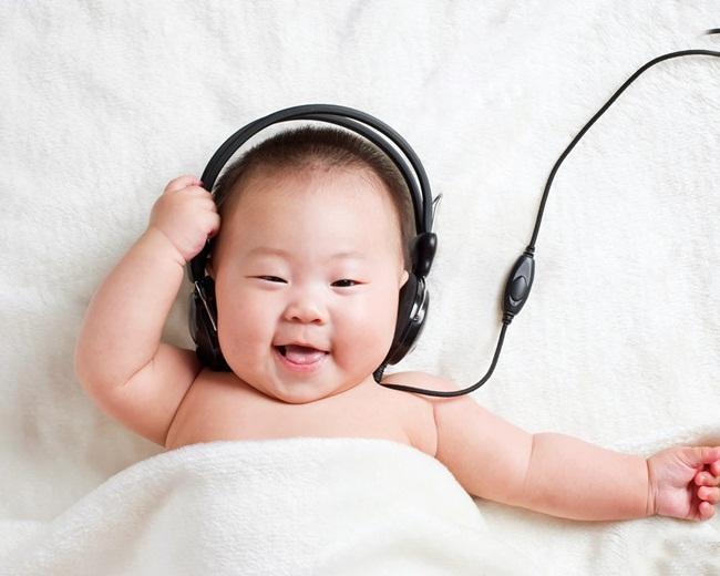 Kích thích trí não cho trẻ bằng cách cho nghe nhạc