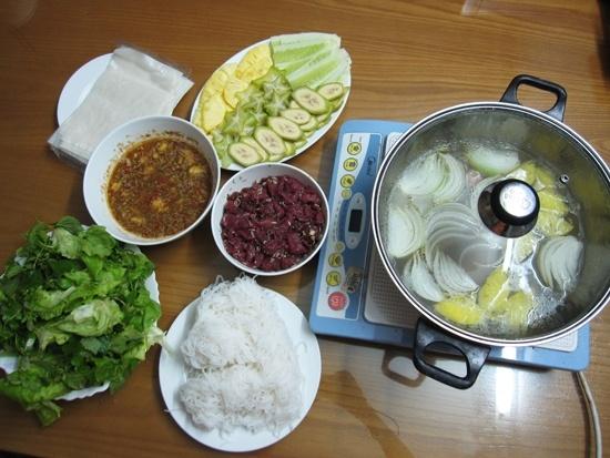 Thịt bò nhúng chín ăn theo kiểu món gói chấm mắm nêm ngon miệng