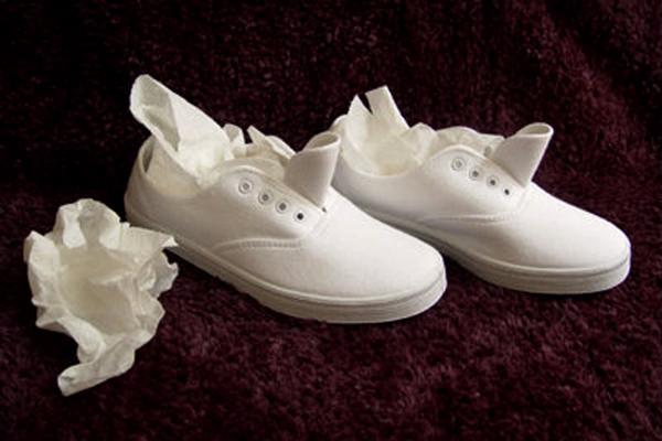 Hè đến, ai mê giày trắng mà không biết 8 mẹo làm sạch giày trắng tinh như mới chưa đến 3 phút thế này thì quá phí - Ảnh 5