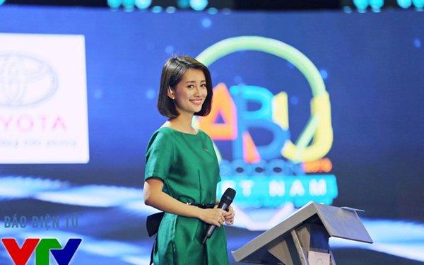 Tiết lộ thú vị chuyện váy áo khi lên sóng của MC truyền hình VTV - Ảnh 2