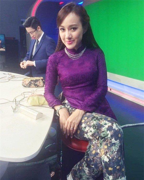 Tiết lộ thú vị chuyện váy áo khi lên sóng của MC truyền hình VTV - Ảnh 1