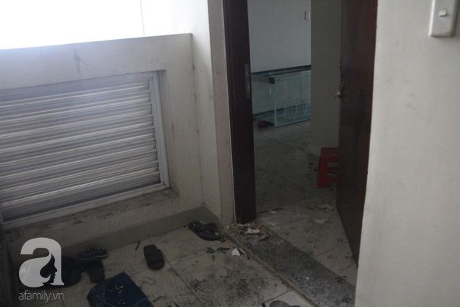 30 giờ sau vụ cháy chung cư Carina: Khung cảnh hoang tàn, người dân được vào nhà tìm những đồ vật còn sót lại - Ảnh 17