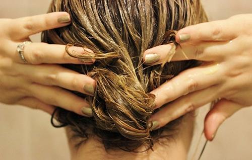 Ủ tóc bằng dầu ô liu, chị em không cần tốn tiền ra tiệm mà vẫn có tóc suông mượt! - Ảnh 5