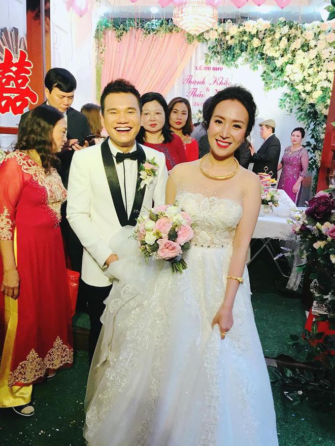 Khắc Việt hạnh phúc bên cạnh cô dâu 9x trong ngày cưới tại Yên Bái - Ảnh 1