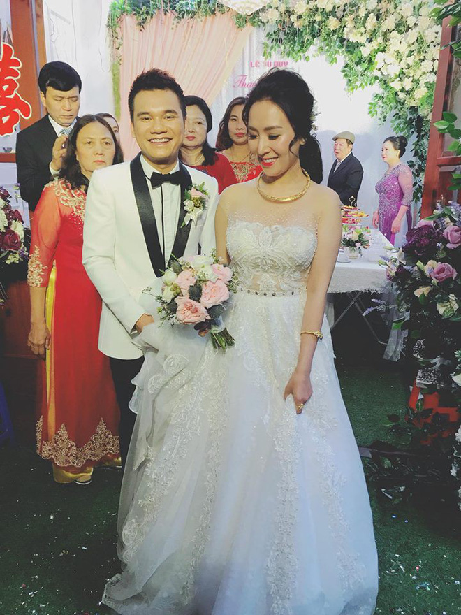 Khắc Việt hạnh phúc bên cạnh cô dâu 9x trong ngày cưới tại Yên Bái - Ảnh 2