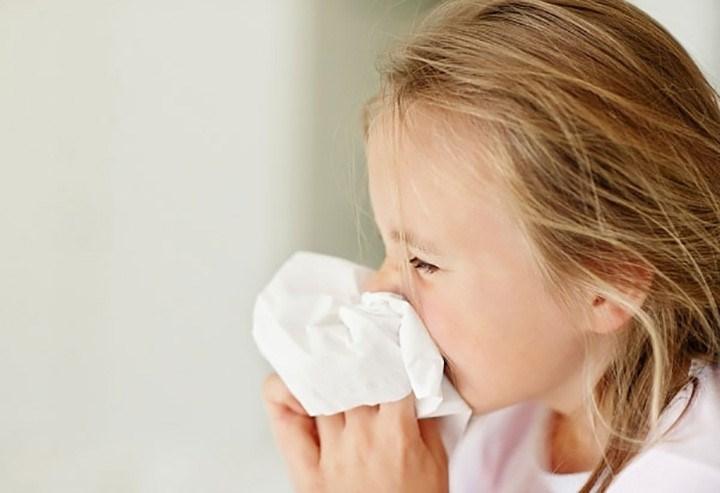 Tác hại khôn lường của việc lạm dụng thuốc nhỏ mũi cho trẻ - Ảnh 1