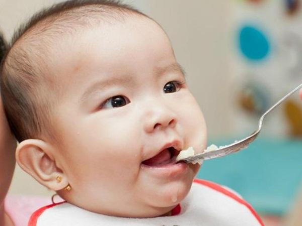 Chế độ dinh dưỡng sau cai sữa giúp trẻ phát triển khỏe mạnh - Ảnh 1
