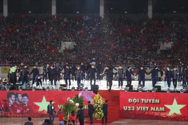 Cháy vé đêm Gala vinh danh U23 Việt Nam tại TP. HCM, vé giả xuất hiện - Ảnh 1
