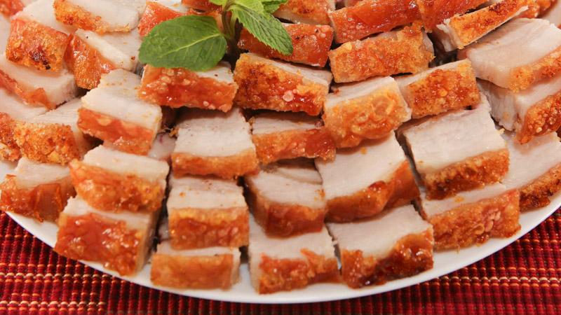 Làm thịt heo quay giòn vàng bằng chảo cực ngon cực hấp dẫn cho ngày lạnh - Ảnh 2
