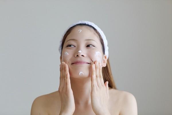 Ngăn ngừa dị ứng da mặt hiệu quả khi chọn kem dưỡng phù hợp