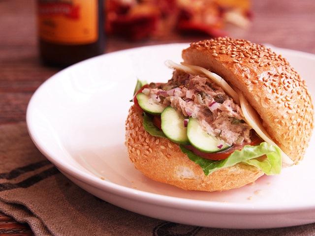 Bữa sáng nhanh gọn với bánh mì kẹp salad cá ngừ - Ảnh 3