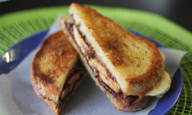 Dù không có máy bạn vẫn có thể làm được bánh mì sandwich nướng giòn rụm, thơm lừng - Ảnh 3