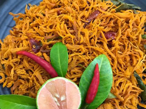 Thỏa sức nhâm nhi ngày Tết với món ăn vặt siêu hot 'Khô gà lá chanh' - Ảnh 1