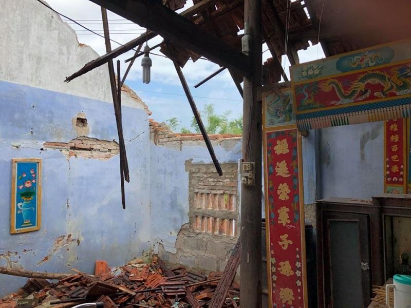 Vợ chồng Thủy Tiên đi Phú Yên trao 550 triệu đồng cho người dân bị thiệt hại do bão số 12: Nhà nhiều nhất 42 triệu, ít nhất 1 triệu - Ảnh 3