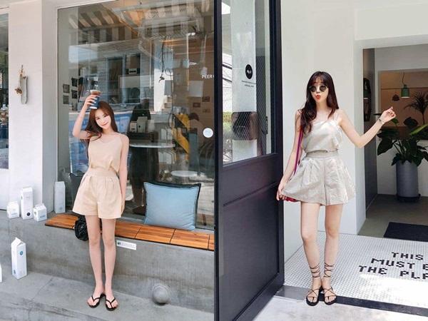 Những gam màu trung tính, nhẹ nhàng như trắng, đen, hồng pastel sẽ là lựa chọn an toàn tuyệt đối khi chị em diện set đồ quần vải và áo ton sur ton