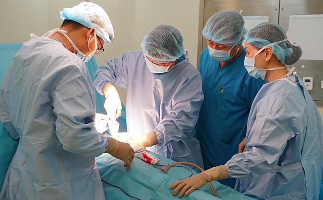 Hàng trăm viên sỏi túi mật khiến bệnh nhân bị viêm tụy cấp - Ảnh 1