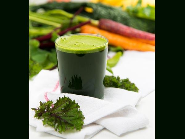 Nước ép cải quăn và bông cải xanh có tác dụng trong việc bảo vệ mắt. -Ảnh: Theo bolsky