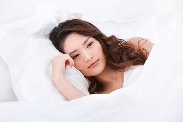 Triệu chứng cảnh báo estrogen thấp và 8 cách tự nhiên giúp bạn điều trị tại nhà - Ảnh 1