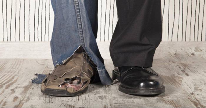 Từ một đôi giày, nhìn thấu một đời: Ai bỏ qua tiếc nửa đời người - Ảnh 1
