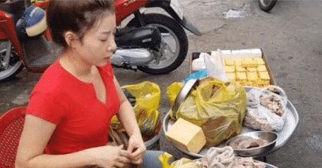 'Bà dì' 40 tuổi bán mỡ lợn ngoài đường bất ngờ nổi tiếng vì vẻ ngoài xinh đẹp ''như gái đôi mươi' - Ảnh 4