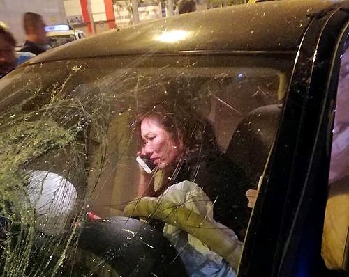 """Ám ảnh """"xe điên"""" do phụ nữ cầm lái, vì vướng giày cao gót hay người lái bị… điên? - Ảnh 1"""
