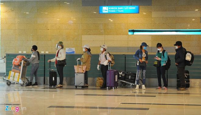 Hai người từ Italy về TP.HCM 'lọt' vòng kiểm dịch sân bay - Ảnh 2